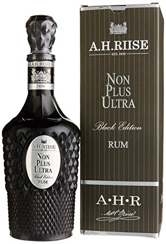 A.H. Riise Non Plus Ultra Black Edition in Geschenkverpackung Dark, (1 x 0.7 l)