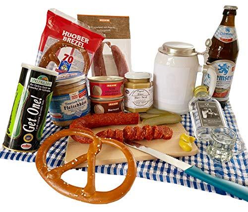 Herzhaft bayerischer Geschenkkorb gefüllt mit Leberkäse, Weißbier und weiteren bayerischen...